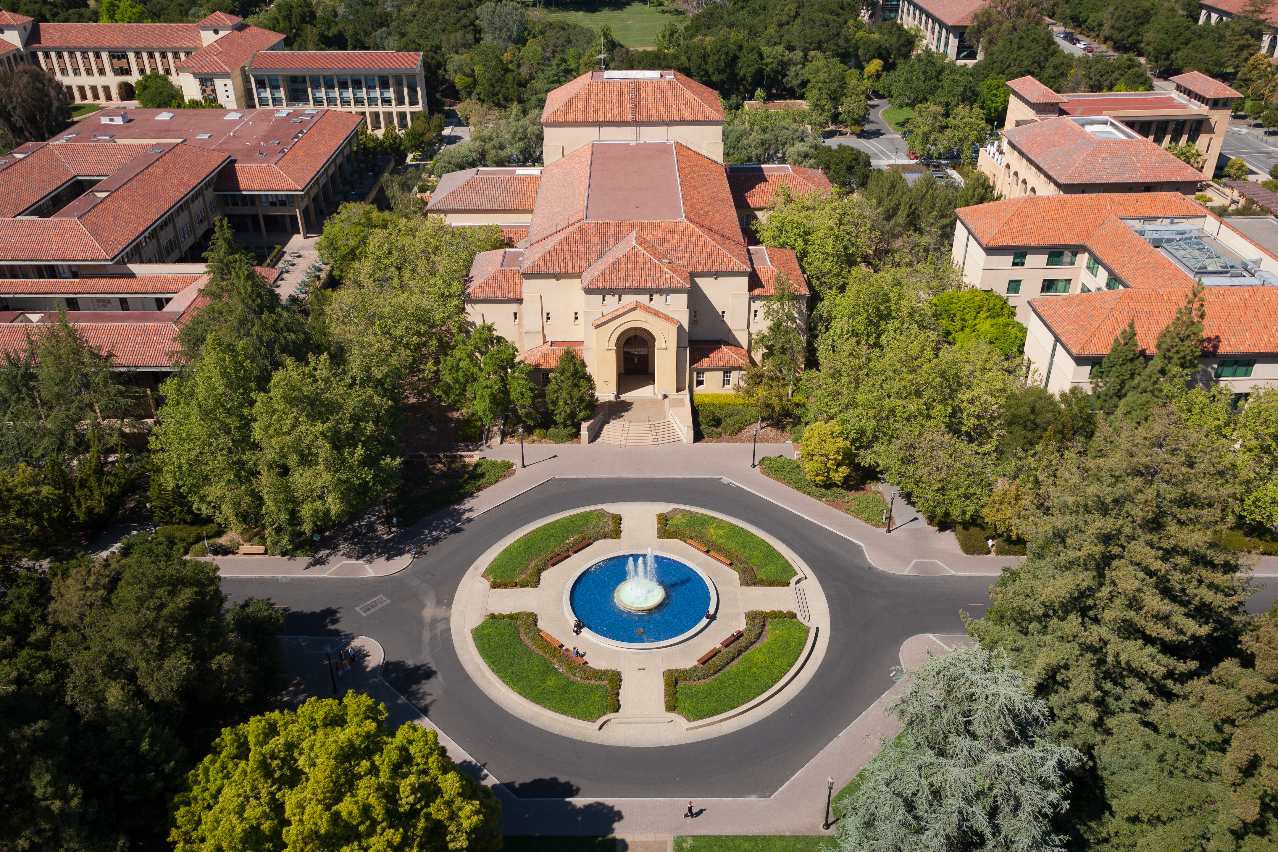 Stanford_University_from_Hoover_Tower_May_2011_001.jpg